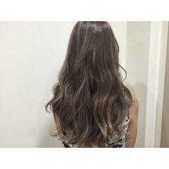 ハイライト ゆるふわ ロング くせ毛風 ヘアスタイルや髪型の写真・画像