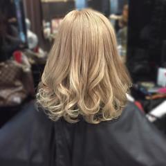 ベージュ 金髪 ミルクティー ミディアム ヘアスタイルや髪型の写真・画像