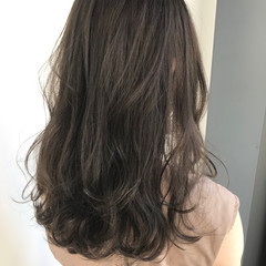 巻き髪 グレージュ セミロング 暗髪女子 ヘアスタイルや髪型の写真・画像