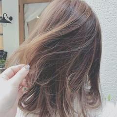 セミロング ハイライト 外国人風 春 ヘアスタイルや髪型の写真・画像