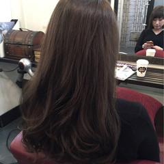 カーキアッシュ セミロング アッシュベージュ ヌーディーベージュ ヘアスタイルや髪型の写真・画像