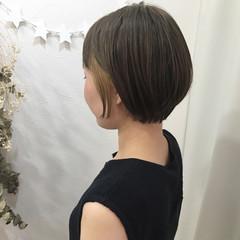 ショート 大人女子 インナーカラー アッシュ ヘアスタイルや髪型の写真・画像