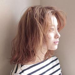 ナチュラル ハイトーン ダブルカラー パーマ ヘアスタイルや髪型の写真・画像