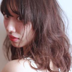 ミディアム 色気 かわいい ウェットヘア ヘアスタイルや髪型の写真・画像