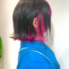 切りっぱなしボブ インナーカラー 派手髪 ピンク ヘアスタイルや髪型の写真・画像