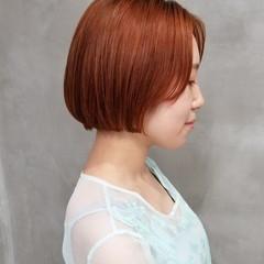 オレンジカラー アプリコットオレンジ フェミニン ショートボブ ヘアスタイルや髪型の写真・画像