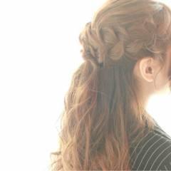コンサバ 編み込み 結婚式 波ウェーブ ヘアスタイルや髪型の写真・画像