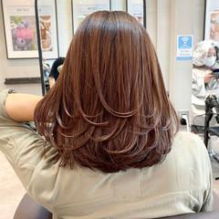 ミディアムレイヤー ナチュラル ミディアム 外国人風 ヘアスタイルや髪型の写真・画像