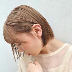 ミルクティーベージュ ボブ 切りっぱなしボブ ヘアカラー ヘアスタイルや髪型の写真・画像