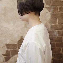 ショートヘア 切りっぱなしボブ ストリート ベリーショート ヘアスタイルや髪型の写真・画像