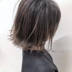 アッシュベージュ ヘアスタイル グラデーションカラー グレー ヘアスタイルや髪型の写真・画像