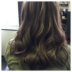 暗髪 ミディアム アッシュ フェミニン ヘアスタイルや髪型の写真・画像