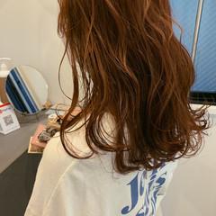 オレンジ オレンジカラー セミロング ナチュラル ヘアスタイルや髪型の写真・画像