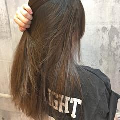 ロング アッシュグレージュ ストリート イルミナカラー ヘアスタイルや髪型の写真・画像