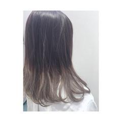 ミディアム アッシュ グレージュ グラデーションカラー ヘアスタイルや髪型の写真・画像