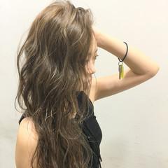 ハイライト ロング アッシュ 前髪あり ヘアスタイルや髪型の写真・画像