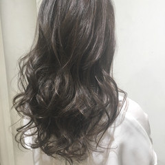 透明感 ロング 巻き髪 ウェーブ ヘアスタイルや髪型の写真・画像