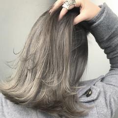 グレージュ ダブルカラー バレイヤージュ エレガント ヘアスタイルや髪型の写真・画像