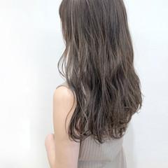グレージュ ナチュラル セミロング 透明感 ヘアスタイルや髪型の写真・画像
