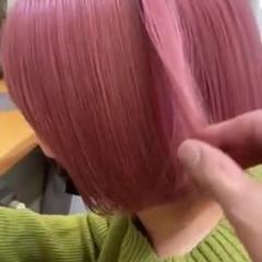 切りっぱなしボブ ベリーピンク ショートボブ ラベンダーアッシュ ヘアスタイルや髪型の写真・画像