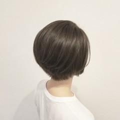 アッシュ 前下がり 透明感 ショート ヘアスタイルや髪型の写真・画像