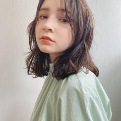 ナチュラル セミロング ゆるナチュラル ゆるウェーブ ヘアスタイルや髪型の写真・画像