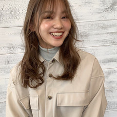 ゆるふわパーマ 韓国ヘア 韓国風ヘアー セミロング ヘアスタイルや髪型の写真・画像