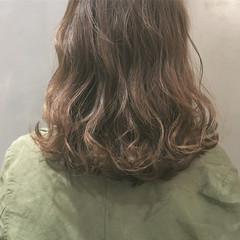 透明感 ハイライト おフェロ グレー ヘアスタイルや髪型の写真・画像