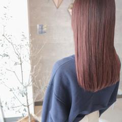 ロング ベリーピンク ローズ ブリーチカラー ヘアスタイルや髪型の写真・画像