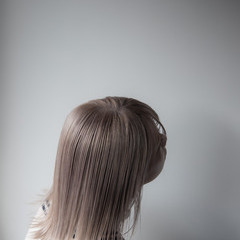 切りっぱなしボブ ブリーチオンカラー ミルクティーベージュ ボブ ヘアスタイルや髪型の写真・画像