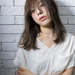 外国人風 パーマ 前髪あり ナチュラル ヘアスタイルや髪型の写真・画像