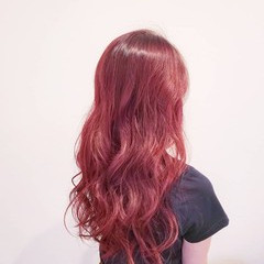 ハイトーン レッド ピンク ロング ヘアスタイルや髪型の写真・画像