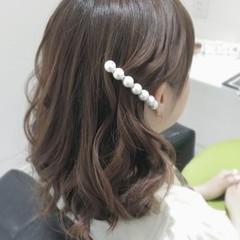 ミディアム 簡単ヘアアレンジ ショート フェミニン ヘアスタイルや髪型の写真・画像