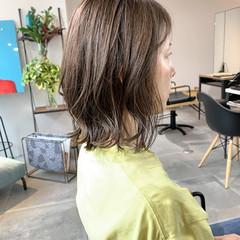 切りっぱなしボブ ミディアム グレージュ ナチュラル ヘアスタイルや髪型の写真・画像