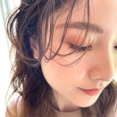 シースルーバング インナーカラー ナチュラル ミディアムレイヤー ヘアスタイルや髪型の写真・画像