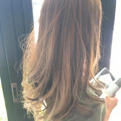 ロング アッシュ パーマ ウェーブ ヘアスタイルや髪型の写真・画像