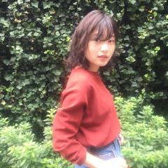 秋 ストリート ミディアム 暗髪 ヘアスタイルや髪型の写真・画像