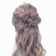 フェミニン パーマ ヘアアレンジ ハーフアップ ヘアスタイルや髪型の写真・画像