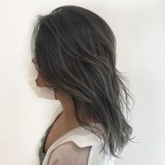 ガーリー バレイヤージュ グレージュ ミディアム ヘアスタイルや髪型の写真・画像
