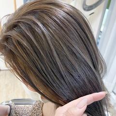 極細ハイライト 透明感 ミディアム ベージュ ヘアスタイルや髪型の写真・画像