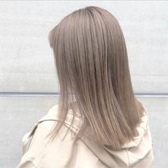 セミロング ミルクティーベージュ ハイトーンカラー 透明感カラー ヘアスタイルや髪型の写真・画像