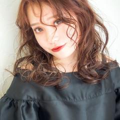 ミディアム ピンク セミロング アンニュイほつれヘア ヘアスタイルや髪型の写真・画像
