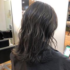 アッシュグレージュ オリーブカラー ハイライト ストリート ヘアスタイルや髪型の写真・画像