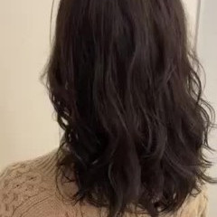 かき上げ前髪 前髪あり コテ巻き風パーマ デジタルパーマ ヘアスタイルや髪型の写真・画像