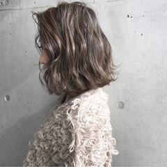 ボブ 波ウェーブ 外ハネ ハイライト ヘアスタイルや髪型の写真・画像