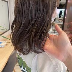 オリーブブラウン グレージュ ミディアム アッシュベージュ ヘアスタイルや髪型の写真・画像