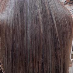 ロング ミルクティーグレージュ アッシュグレージュ 3Dハイライト ヘアスタイルや髪型の写真・画像