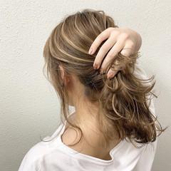 セミロング ハイライト ミルクティーベージュ ブリーチ ヘアスタイルや髪型の写真・画像