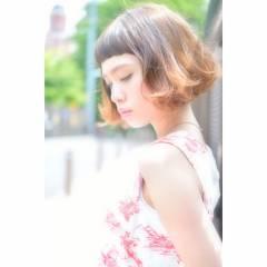 ベージュ ボブ ストリート 外ハネ ヘアスタイルや髪型の写真・画像