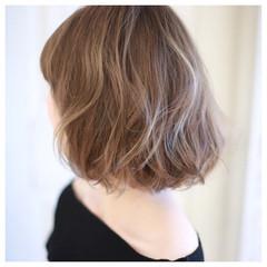 コンサバ くせ毛風 ゆるふわ 前髪あり ヘアスタイルや髪型の写真・画像